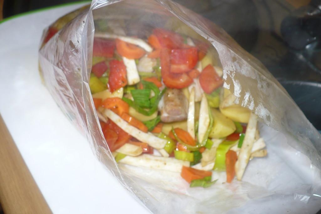 Udka w rękawie z warzywami