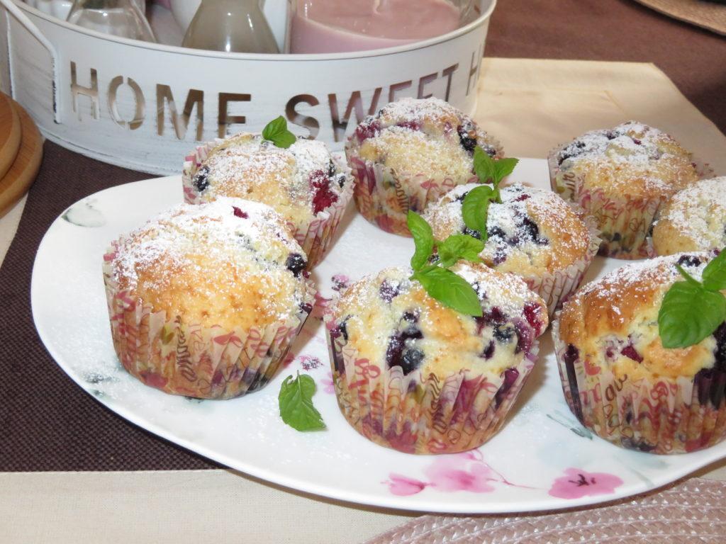 Muffiny z owocami leśnymi