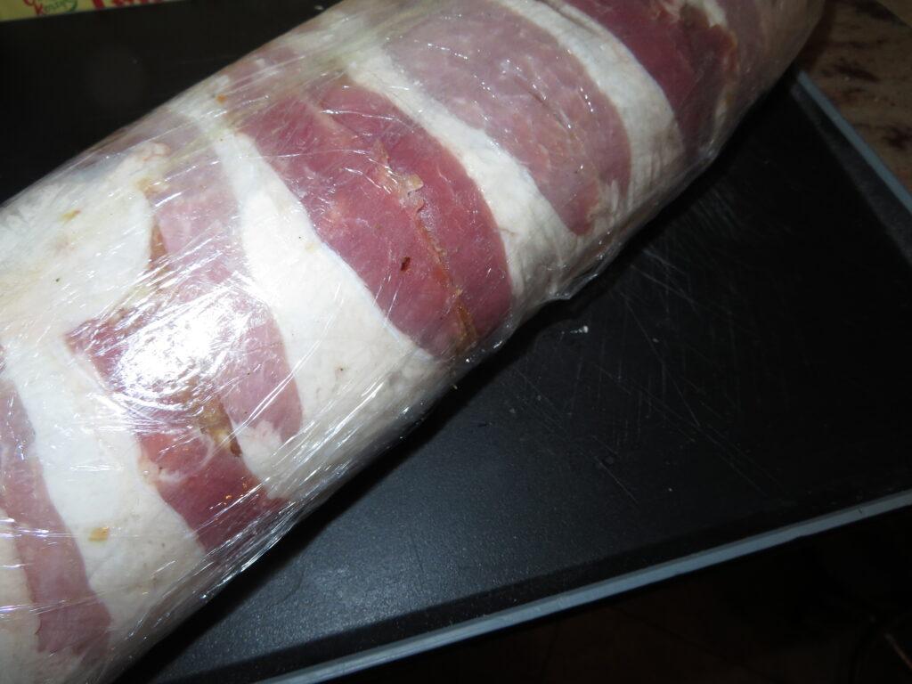 Rolada z mięsa mielonego.